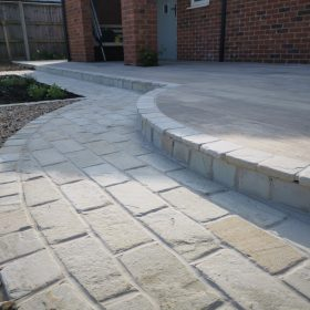 Hampton Cream F40 Weathered Sandstone Setts